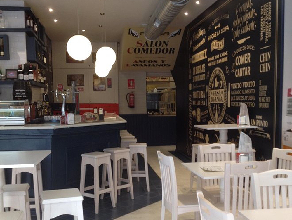 Inspiraci n andaluza vintage en la casa blanca de marbella for Como montar una cafeteria