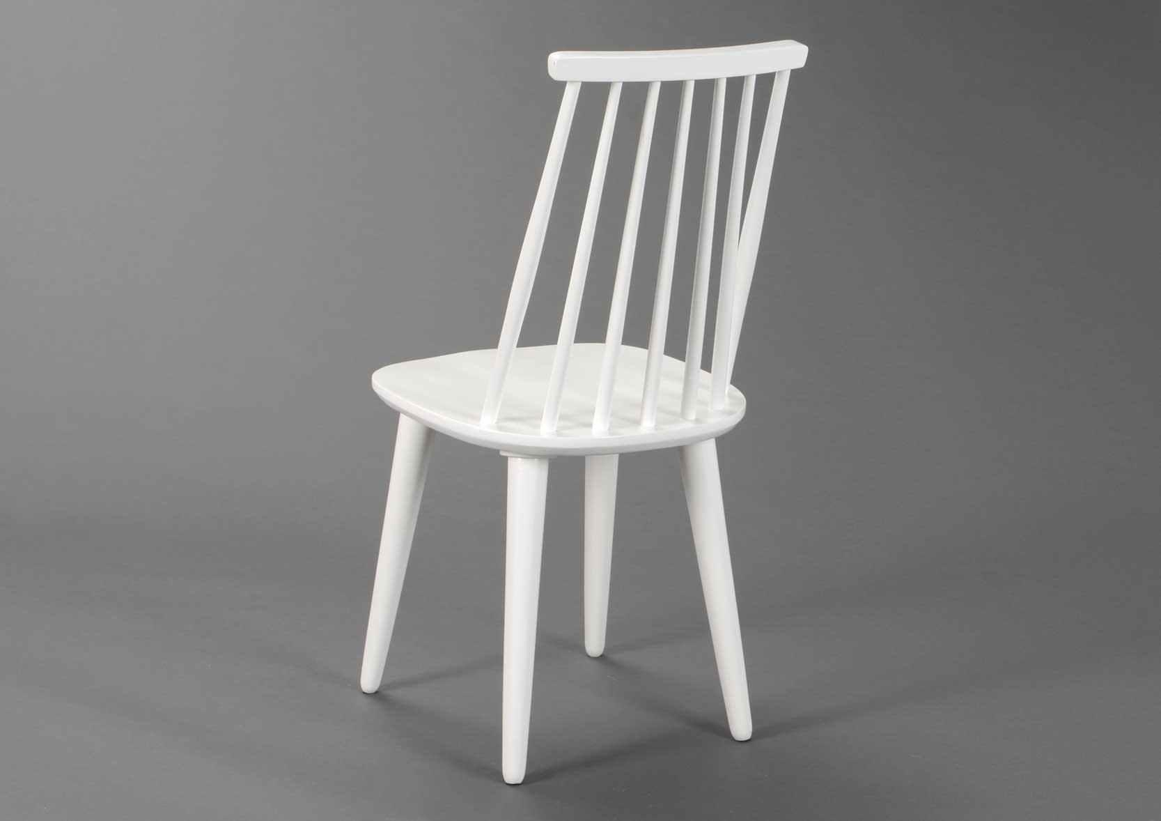Silla blanca en madera pintada de paliller a for Silla blanca patas madera ikea