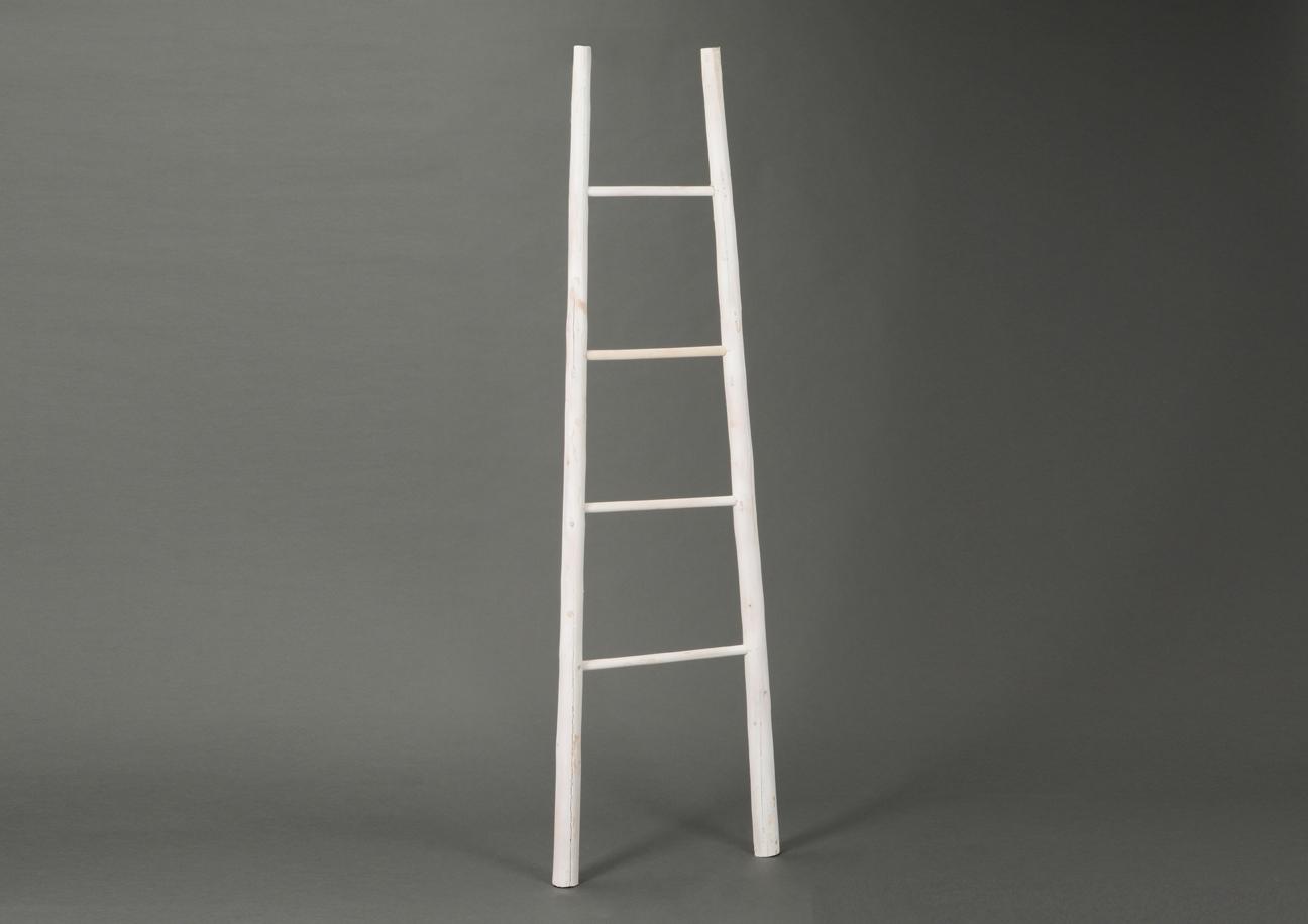 Escalera decorativa en bamb blanca Escalera decorativa blanca